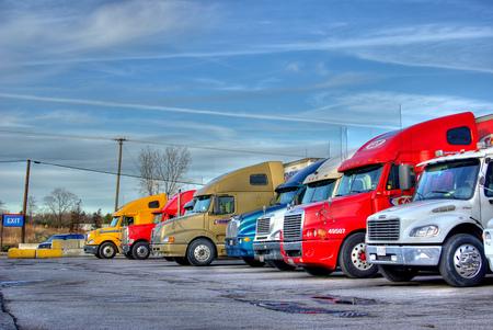 2000446-truckphoto