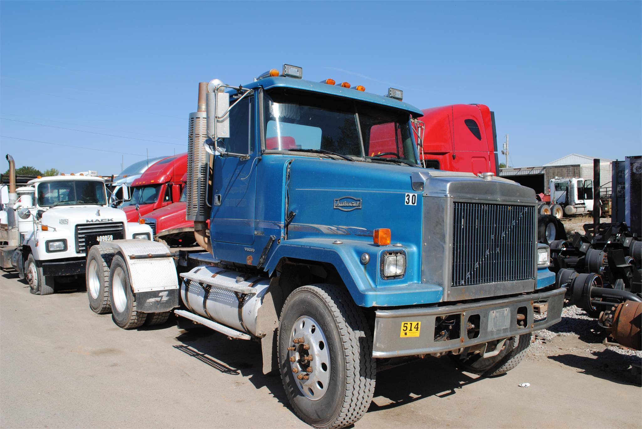 2000463-truckphoto